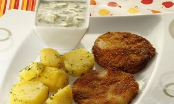 Kohlrabi-Schnitzerl mit Petersilkartoffeln und Tsatsiki