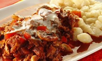 Soja-Pilz-Gulasch mit Spätzle