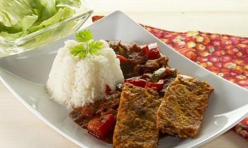 Sojaschnitzerl mit Letscho und Reis