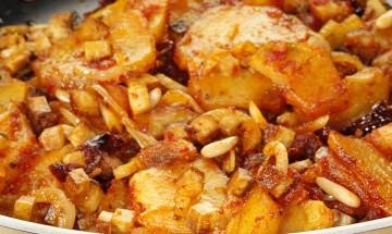 Rote Kartoffelpfanne mit Tofu