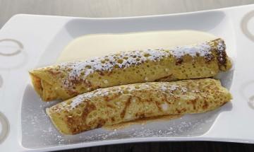 Vegane Topfenpalatschinken mit Vanillesauce