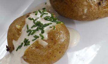 Ofenkartoffel mit Sesam - Tofu - Dip
