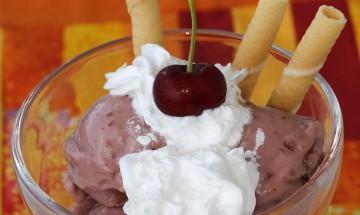 Sauerkirschen-Joghurt-Eis