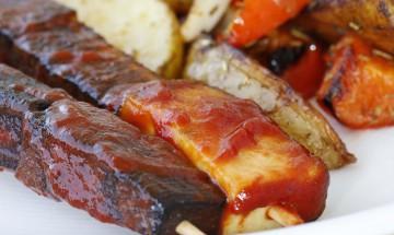 Tofuspiesse mit Tomatenmarenade und Potato Wedges