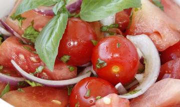 Tomaten - Wassermelonensalat mit Basilikum