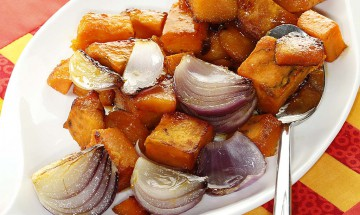 Glasierte Süsskartoffeln mit roten Zwiebeln