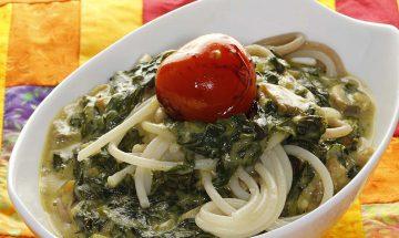 Spaghetti mit Mangold-Pilzsauce und glasierten Tomaten